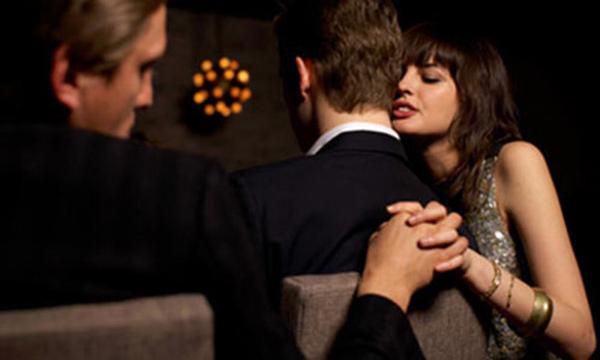 Tướng người phụ nữ dễ ngoại tình, hay thay lòng đổi dạ dù luôn miệng nói yêu thương-3