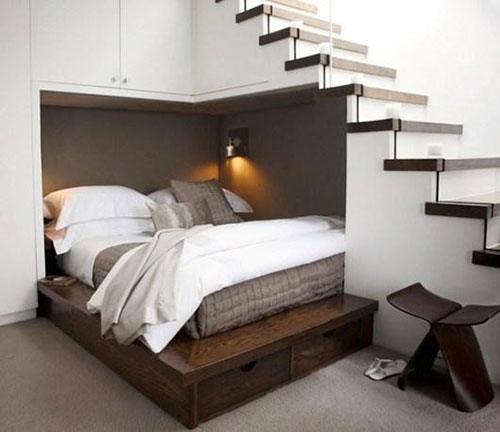 Phong thủy giường ngủ vợ chồng kiêng đặt giường ngủ dưới cầu thang